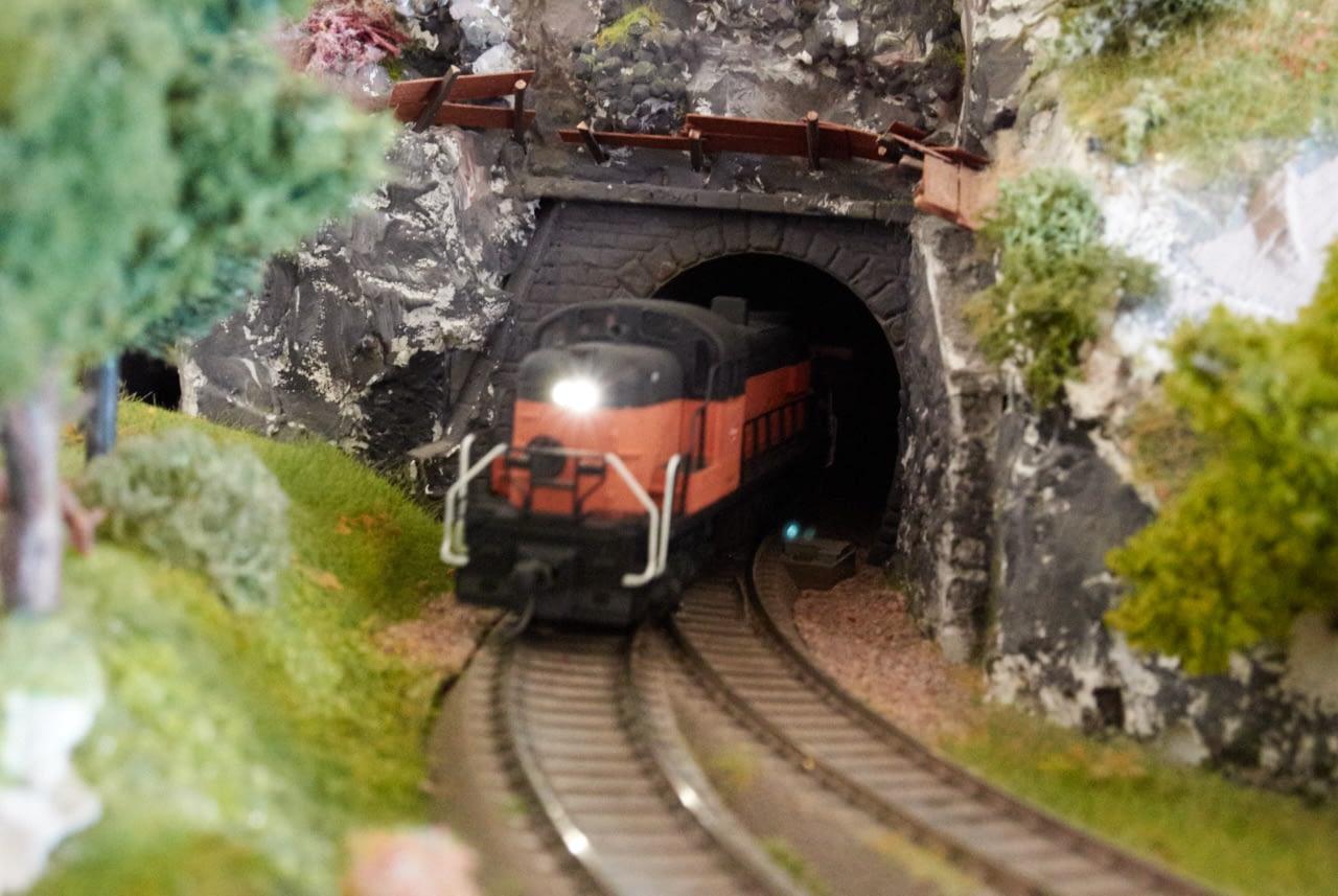 Digitalizacija lokomotive RSD 4/5 – vgradnja motornega dekoderja