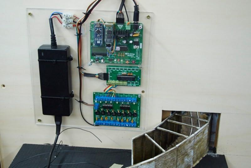 Montaža elektronike v Juretovo dioramo